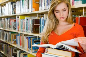 girl-in-library