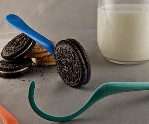 oreo-cookie-dunking-spoon-300x250